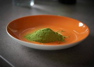 Moringa powder vs spirulina powder